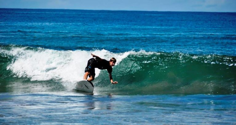 Read more about the article SEJOUR SURFIN' MAHAMBO! Toussaint 2017
